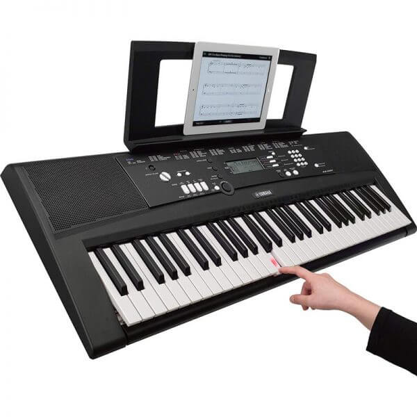 Yamaha EZ-220 Portable Keyboard - demonstrating the lighted keys